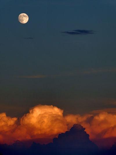 Last sunbeams Astronomy Beauty In Nature Cloud - Sky Full Moon Moon Scenics Sky Sky Only Sunset