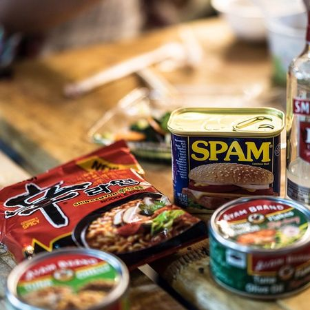 Who is up for some SPAM for lunch? Lunchtime 吃飽沒 午餐
