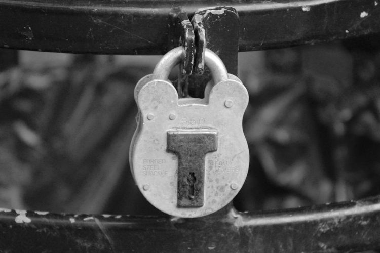 Chain Close-up Day EyeEm Best Shots - Black + White Focus On Foreground Hanging Lock Love Lock Metal No People Outdoors Padlock Security Water