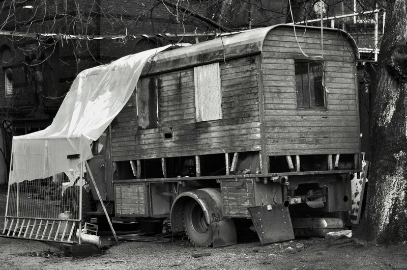 home sweet home -restauration object Old-fashioned No People Abandoned Places Very Old Lorry Snail House Camper Van Old Fashioned. Truck Outdoors Close-up Pentax K5ll Love To Take Photos ❤ The Places ı've Been Today Abandonedplace Black And White