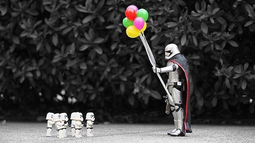 """Come to my side,I have balloons!""😏😏😏 ----------------------------------------- Starwars Stormtrooper TheForceAwakens Starwarsdaily Photooftheday Captainphasma Photoshoot Bnw Toys Instalike Instagood Instadaily Instalove LEGO Toydiscovery Toyslagram Picoftheday Ig_bogota_ Instapic Instaphoto Justanothertoygroup Bestpicture Colorsplash_of_our_world Ig_splash Toyphotography epictoyart bepopular colorsplash legostarwars ig_santanderes"