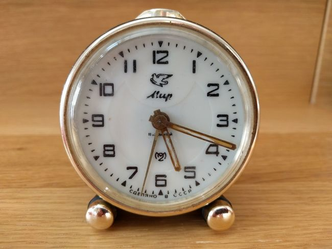 Time Old-fashioned Clock No People Indoors  Hour Hand Minute Hand Clock Face MIR Old Russian Watch Mechanical Watch Russia россия Russian Watch TheVille Streamzoofamily ч2з Slava Made In USSR