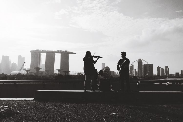 Real People Lifestyles Wedding Proposal Violinist Music Brings Us Together Silouette & Sky Musical Instrument Song Of Love Barrage Marina Bay Sands
