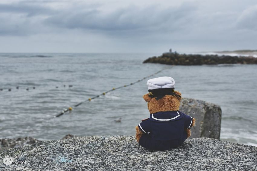 Nelson at the mole in Thorsminde. NelsonsAdventures Teddy Teddy Bear Teddy Bear Stuffed Toy Summer Summertime EyeEm Masterclass EyeEm Nature Lover Nature_collection Denmark Denmark 🇩🇰 Northsea Thorsminde Sea Beach One Person Outdoors Rear View Horizon Over Water Vacations Nature Wave Sky Horizon Water