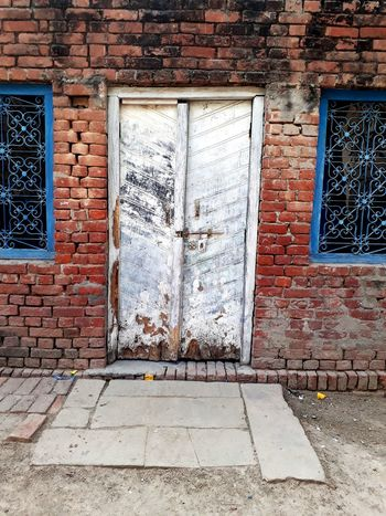 Door Architecture Built Structure Door Window Weathered No People Day Building Exterior Full Frame Outdoors Close-up