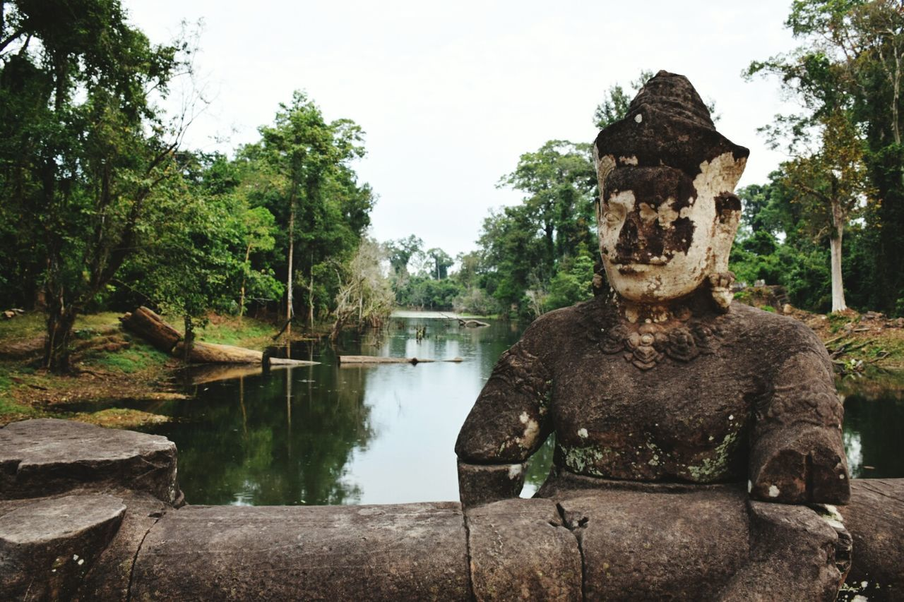 tree, day, outdoors, water, statue, nature, no people, sky