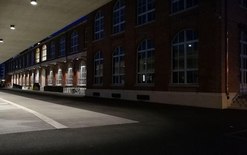 Arbon, Schweiz Bus Stop Architecture Klinker Brick Building Switzerland HuaweiP9 Nacht Nachts Night Nachtaufnahme Nachtfotografie