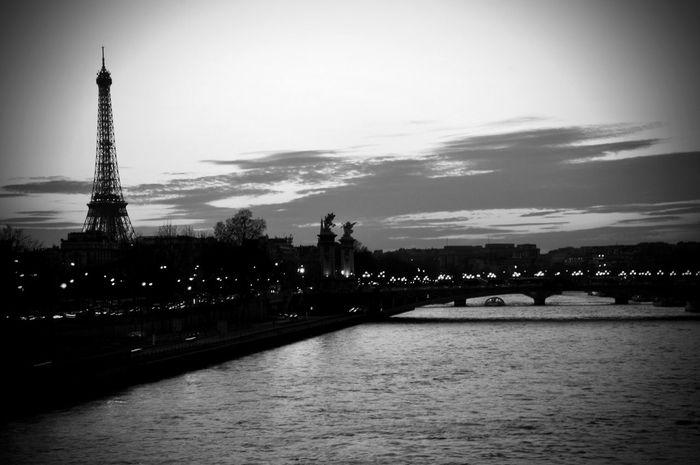 Paris Laseine Tour Eiffel Black And White