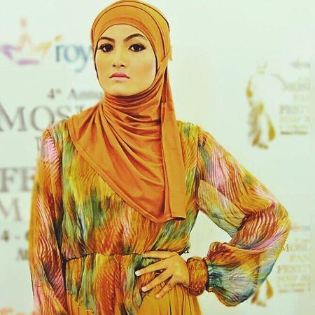 Model Muslim Hijabfashion Hijabbeauty Hijabstyle  Amodelssurabaya Muslimstyle Muslimahfashion Www.amanagementsby.web.id simply elegance bunga | model: bunga | MUA & hijab: adie a iskandar