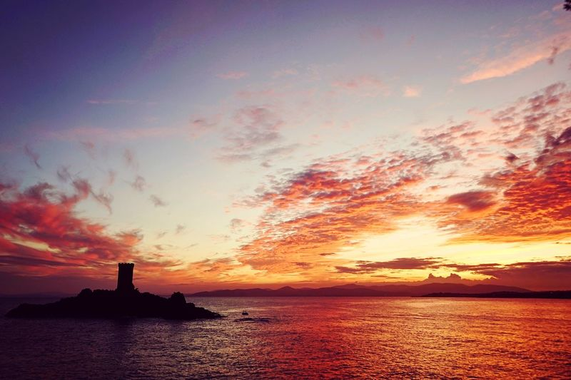 Summer nights at the Côte d'Azur Sunset Sea Sky Nature Outdoors Horizon Over Water Beauty In Nature No People Côte D'Azur Wanderlust Water Travel Photography Discover   France Scenics Day Summer Photography Alpha7 Sony Island Castle First Eyeem Photo
