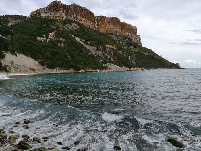 le cap Canaille à Cassis Mountain Sand Tourist Resort Rocky Coastline Seascape Coast Horizon Over Water