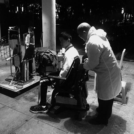 黑白 街道 老手艺 剪头发