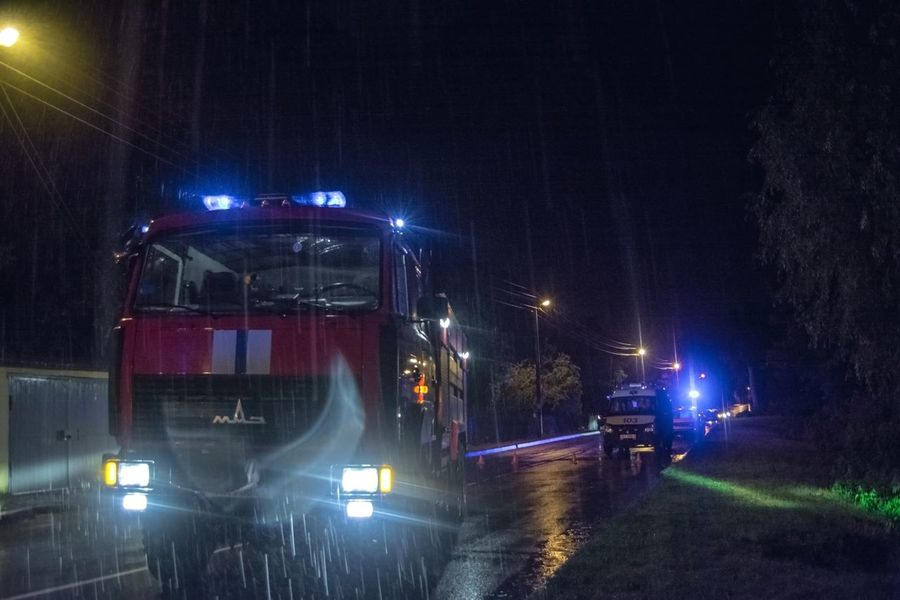 Night Photography Road Fire Engine Mes Fire Outdoors From My Point Of View Night Lights Eyeem Photo Night Road By Ivan Maximov Rain Rainy Evening Cars Lights Rainy Road