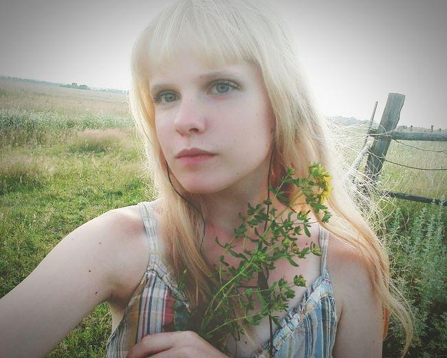 Поле, молодость, жизнь....... девушка утро Россия поле Россия славянка молодость красота Природа деревня лицо Жизнь свежесть нация