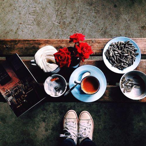 Thà buồn hẳnnnn còn bơn cứ mơ màng bồng bềnh trống rỗng @@ Lozi Coffee And Cigarettes Vietnamese Food Congcaphe