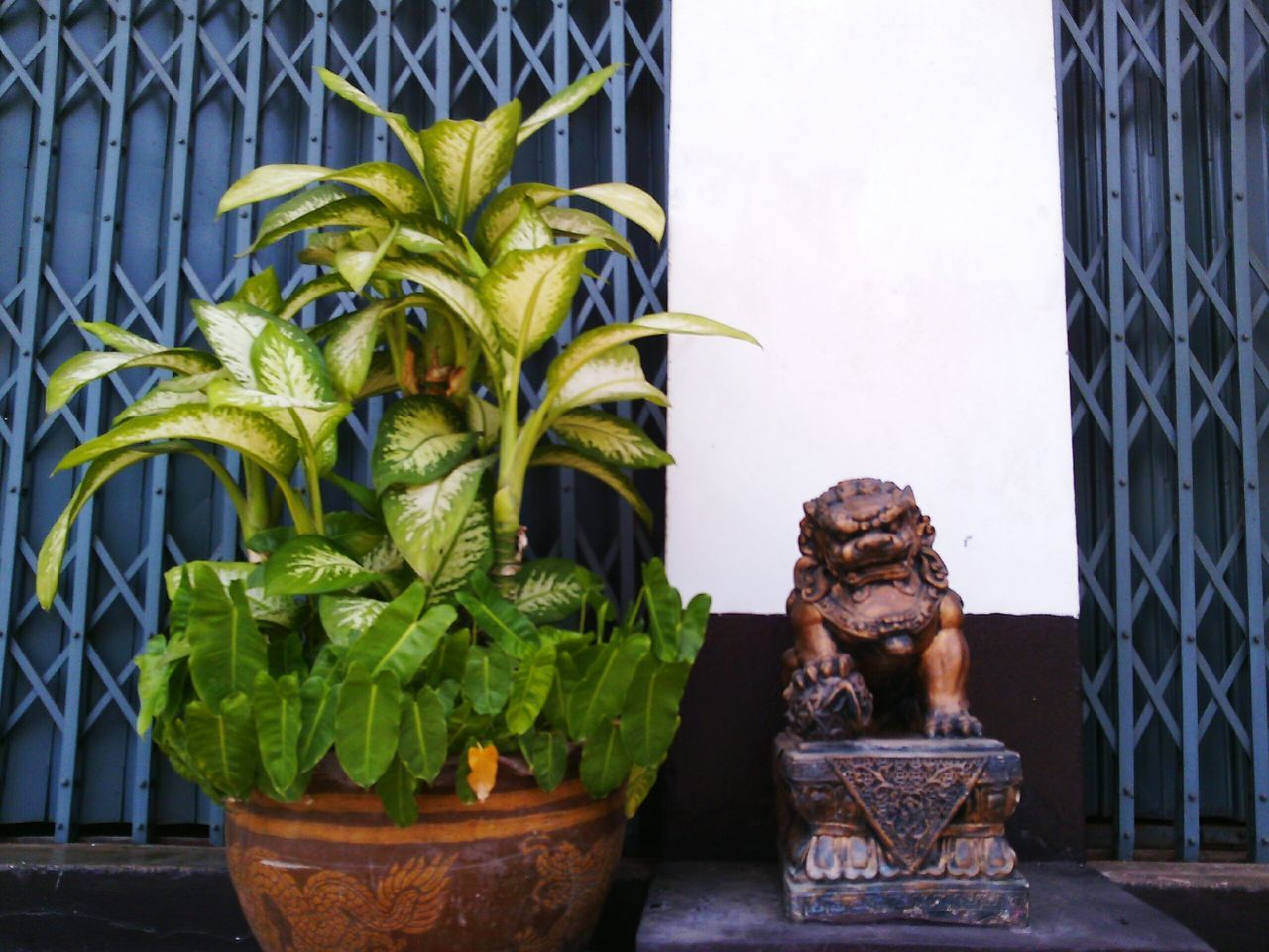 potted plant, statue, no people, sculpture, plant, day, outdoors, close-up, architecture