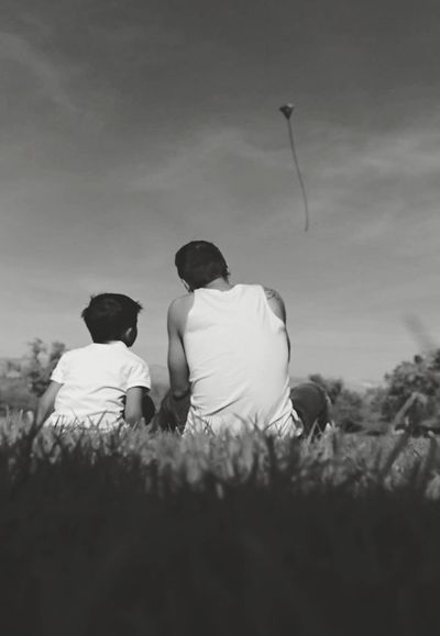 My brother teaching his son to fly a kite. Photography People Qapture Studios Ari Yamagishi Family Las Vegas