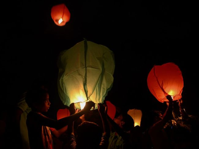 "People celebrate Diwali in Calcutta by lighting and releasing Sky Lanterns - People gather at a public event to light and release sky lanterns, on the eve of Diwali in Kolkata. Diwali, a Hindu ""Festival of Lights"", celebrated annually signifies the victory of light over darkness, good over evil. 2017 Calcutta Debarshi Mukherjee Photography Diwali Goddess Lakshmi India Kolkata Lights Tradition Debarshimukherjee Diwalicelebrations Festival Festival Of Lights 2017 Hindu Festival Paper Lantern People Sky Lantern Traditional Festival"
