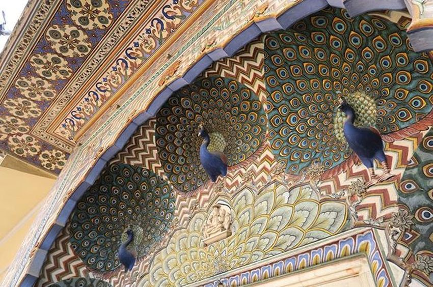 The peacock gate at the city palace of Jaipur. I swear I have never seen any gate looking absolutely gorgeous like this in the world. Jaipur Citypalace Rajastan Rachatravelsindia