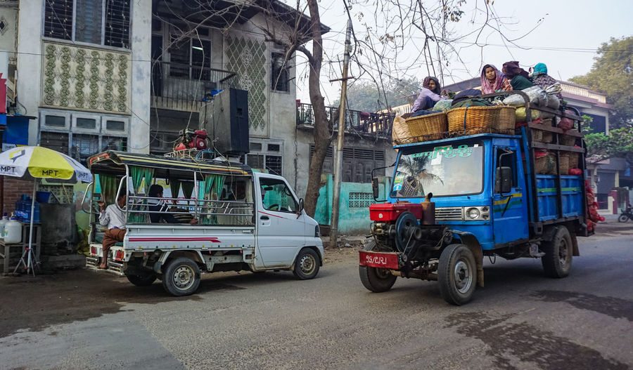 Bagan, Myanmar Surviving To Mảket Carnival Crowds And Details