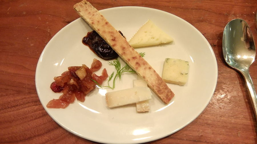 Canadian Cheese Check This Out Cheese Platters Food Pairs With Wine Serving Size Wine Preservation