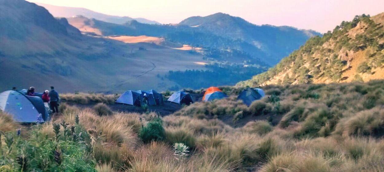 Campinglife Mountain Tranquil Scene Exploring Horizon View Cold Temperature Travel Destinations Mountain Peak Senderismo