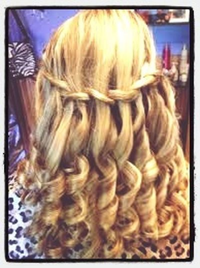 A neat and delicate hairstyle that took a long time to do Hairstyles