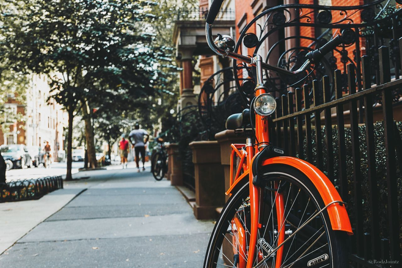 BICYCLE PARKED IN CITY