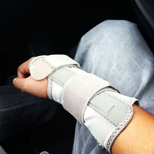 What's saving my life right now lol Wristbrace Nopain Comfortable Relief mueler :)