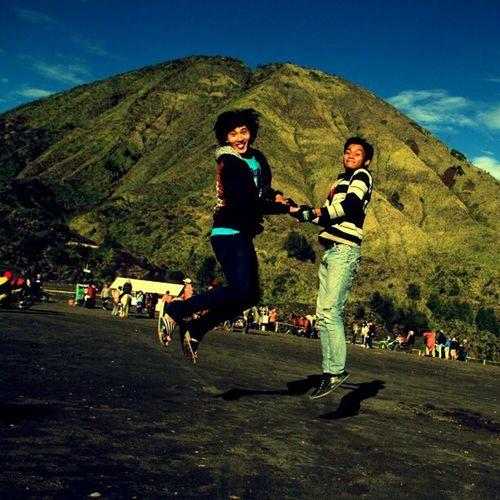 Holiday in Gunung Bromo or Bromomountain . Togetherness Happy Lompat Levitasi Levitation Morning IGDaily Igscenery Igmountain Friend Friendship Instagood Instamalang