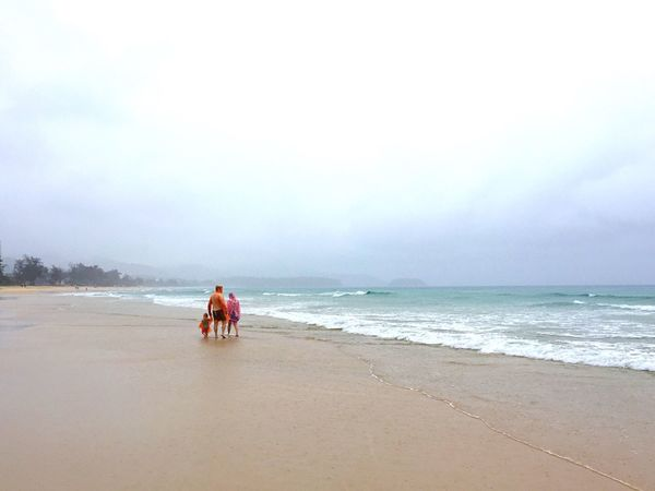 Sea Beach Horizon Over Water Real People Sand Sky Scenics Outdoors Togetherness Vacations People Water Family Rainy Walking