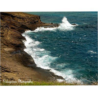 Photography By: @Videoprince Hawaii Oahu Luckywelivehi HiLife 808  Alohastate Venturehawaii Instagram Instatravel Hnnsunrise Photographer Cameralife Photography Hikinglife Adventures Ocean Waves Crashing Mountains