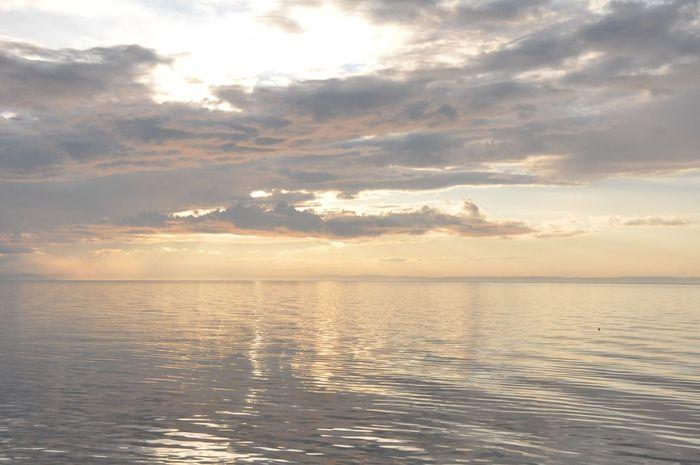 золото Закат закат у моря пурпурный Sea Sunset зефирные облака Море Байкал закатнадморем