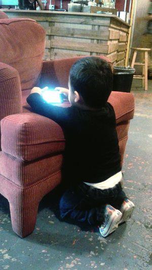 Ese dia estabamos en lumina foto-cafe esperando un torneo de mario kart en nintendo 64 y mi hijo se puso a jugar en el celular. Tijuana Playas De Tijuana Familia Morfin My Child Mexico Fclumina Playing With Apps