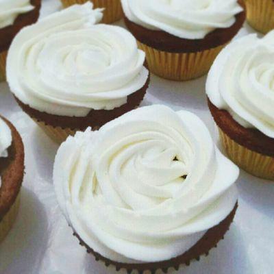 White Vanilla Orose, ordered by @stephanicheemuuddz Babiefabulouscakes Cupcakes Instacupcakes Sweet vanilla oreo rose cupcakesdaily cupcakestyle likeforlike