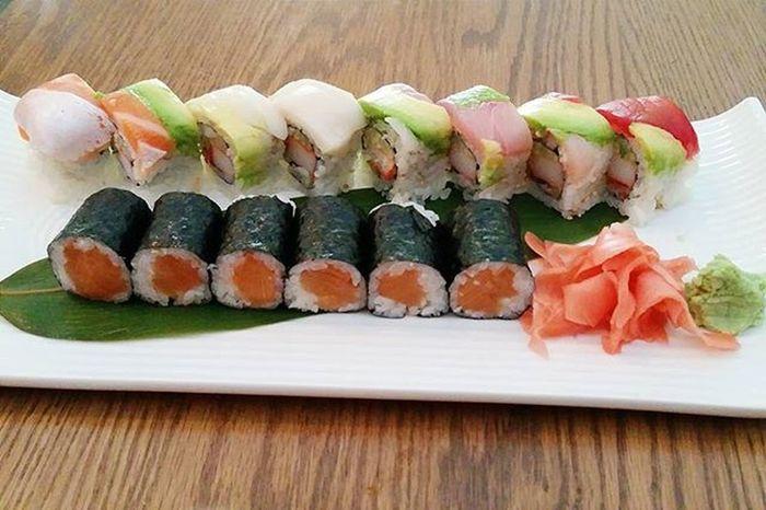 I may be a sushi addict 🍣 Sushi Sushiaddict Lunch Latergram Maki Sushiroll Foodporn Foodphotography Boston Bostonfoodies Foodie Yum VSCO Vscocam