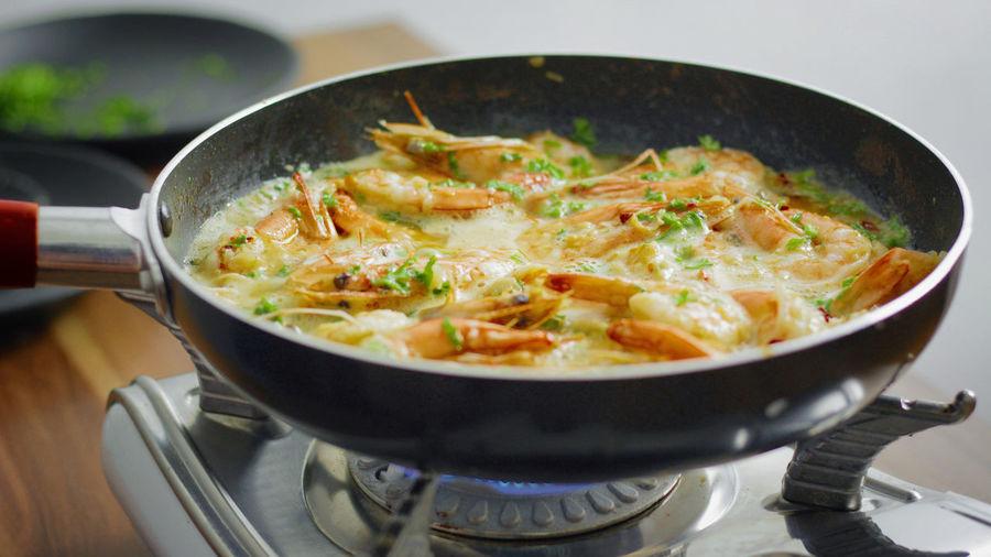 Garlic Butter Shrimp Cooking Cooking At Home Cuisine Frying Pan Garlic Homemade Homemade Food Shrimp Shrimps Butter Close-up Food Food And Drink Freshness Garlic Butter Shrimp Healthy Eating Kitchen Utensil Pan Parsley Prawn Prawns Recipe Yummy