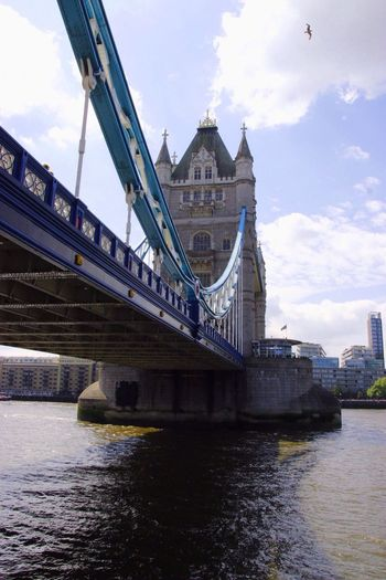 Puente de Londres, London Architecture Built Structure Waterfront River Water Bridge - Man Made Structure Travel Destinations Engineering Low Angle View City Cloud - Sky Famous Place Tourism Cityscape Españoles Y Sus Fotos Jorge L. Postcode Postcards