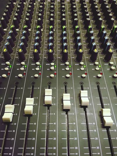 Sound Desk Audio Yamaha Fader Music Sound Recording Equipment Audio Equipment Sound Mixer Technology In A Row Control Broadcasting Close-up