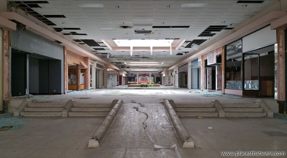 Silent corridors. More here: http://www.placesthatwere.com/2017/07/rolling-acres-dead-mall.html #deadmall #rollingacres #abandoned #mall #abandonedbuildings #rustbelt #akron #ohio #urbex #urbanexploration #abandonedplaces #creepy #eerie #rollingacresmall #abandonedbeauty #abandonedmall #shopping #urbandecay #abandonedamerica placesthatwere