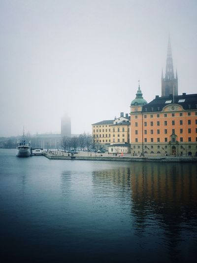 Foggy morning in Stockholm Urban Nature Sightseeing Spot Historical Building Old House Riddarholmsfjärden Riddarholmen Weather Morning Commute Foggy Building Exterior Water Architecture Built Structure Sky City Waterfront Building River Copy Space Day Cityscape Nature Travel Destinations