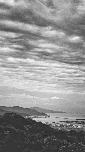 日本平からの景色。富士山(頂上)がほんの少しだけしか見えなかったのは残念でした(^^; Landscape Clouds And Sky Mountains Black And White Monochrome Light And Shadow Travel Photography There Be Dragons at Shizuoka-shi, Japan.