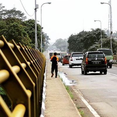 On the bridge. Building Bridge Rajamandala Cianjur Citarum Photocianjur Cars Across Walking