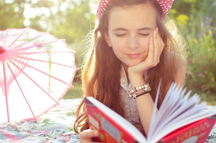 Portrait Girl Light Sweet Reading Relaxing Peace Taking Photos Getting Inspired Quiet