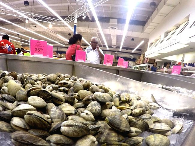 Chirp chirp Food Clamshell Seafoods Food And Drink Real People Food Indoors  Women Freshness Market Day