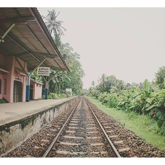 等車. Railwaystation Railway Unawatuna SriLanka galle