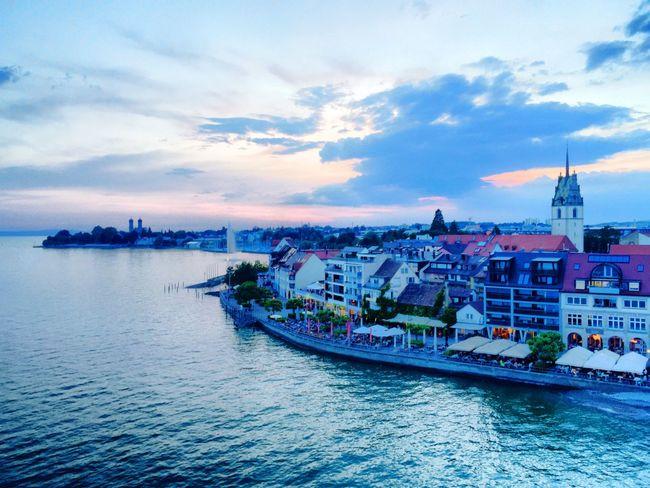 Friedrichshafen Am Bodensee bei Sonnenuntergang vom Moleturm aus gesehen Lake Constance