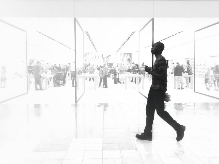 Apple Store At Palm Beach Garden Real People Leisure Activity Young Adult