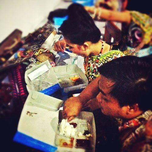 """lomba makan nasi kotakan before perform """"Eksotika BORNEO"""" - Dayak Traditional Dance Batik 's day Balikpapan INDONESIA A&R Studio"""