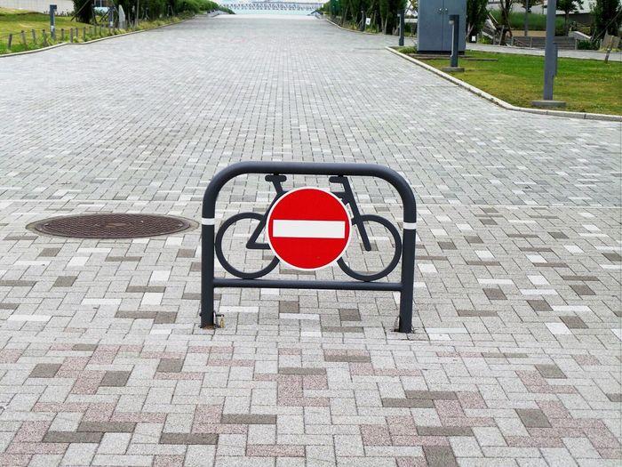 Do not enter sign at bicycle lane